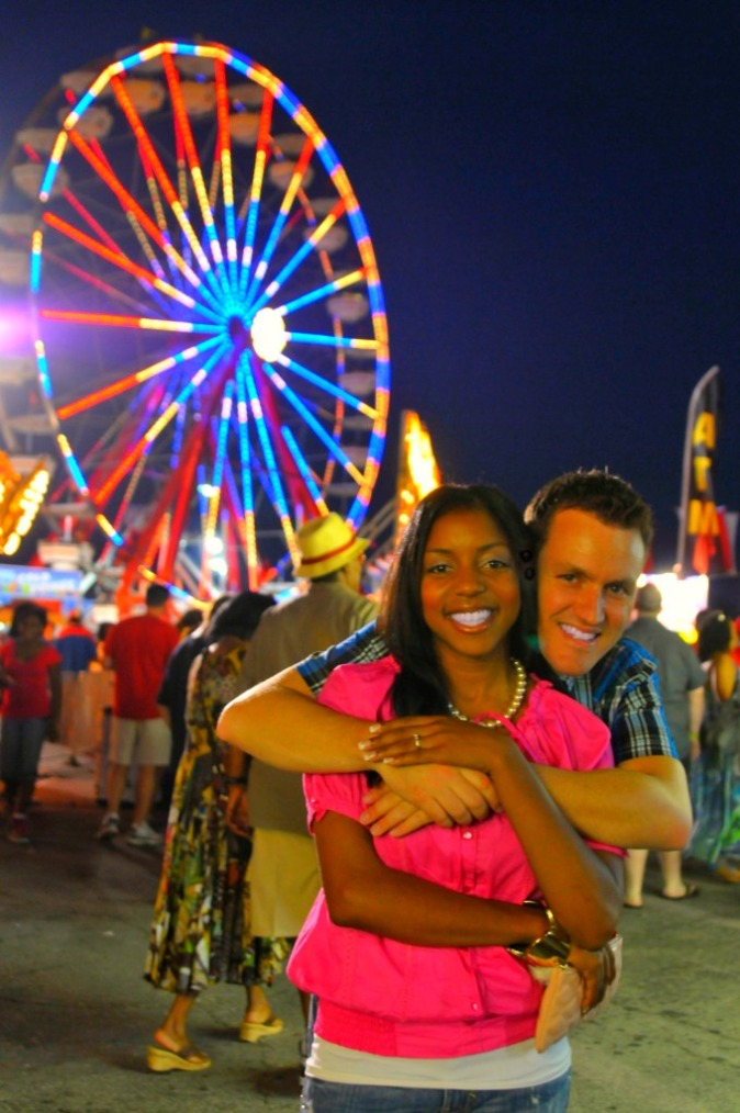 _o-state-photos_hug-in-front-of-ferris-wheel