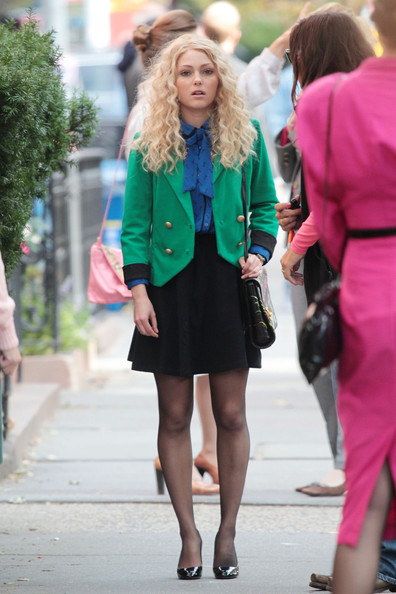 Perfect high-fashion work outfit! Green, blue and black looks great together!
