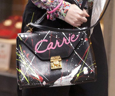 Can't talk about the fabulous Carrie Diaries fashion without mentioning The. Purse.